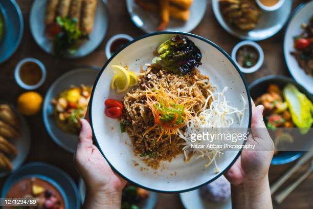 pad thai. - thai food stock pictures, royalty-free photos & images