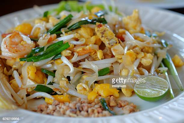 pad thai - lifeispixels stock pictures, royalty-free photos & images