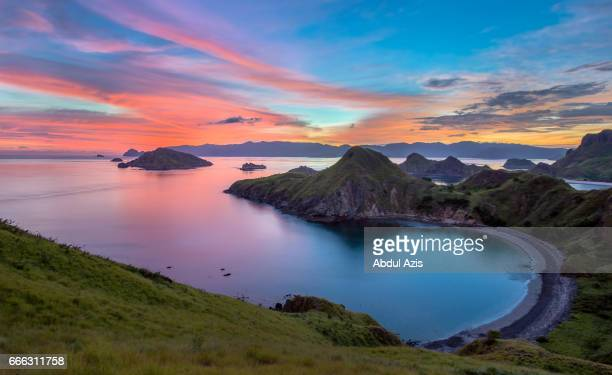padar island sunset - the icon of komodo national park - labuan bajo in flores island- east nusa tenggara - indonesia - komodo fotografías e imágenes de stock