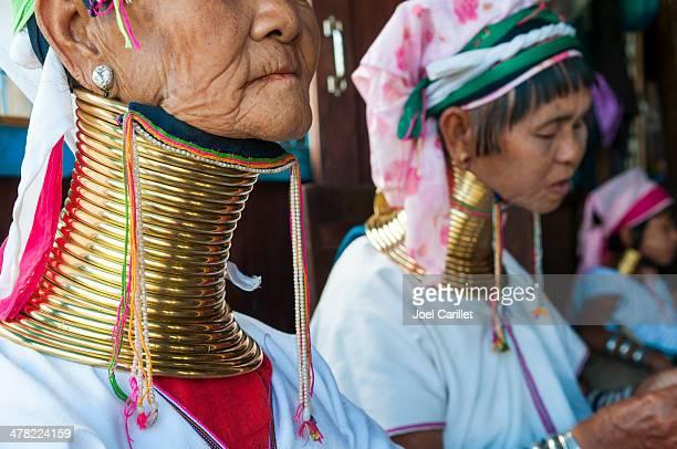 padaung mujeres en myanmar - myanmar fotografías e imágenes de stock