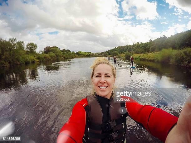 paddle board selfie - life jacket photos fotografías e imágenes de stock