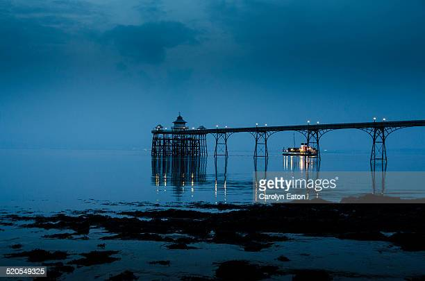 paddle steamer leaves clevedon pier - clevedon pier stock pictures, royalty-free photos & images