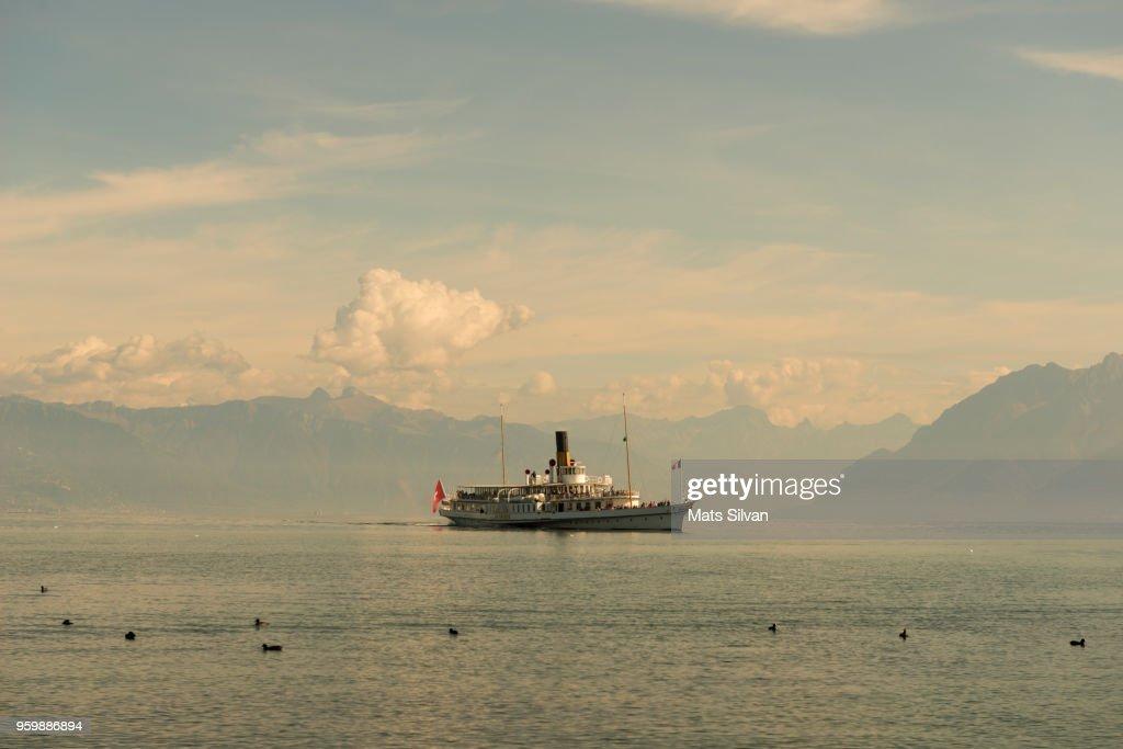 Paddle Wheel Boat on Lake Geneva in Lausanne : Stock-Foto