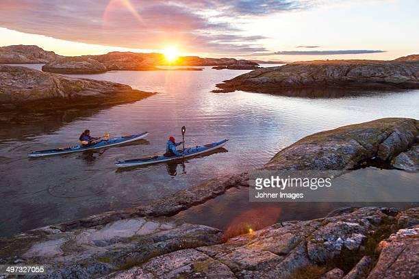paddlers in sunrise - arquipélago - fotografias e filmes do acervo