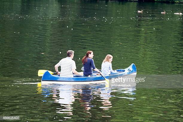 Paddeln Sie mit dem Kanu auf der Ruhr Familie