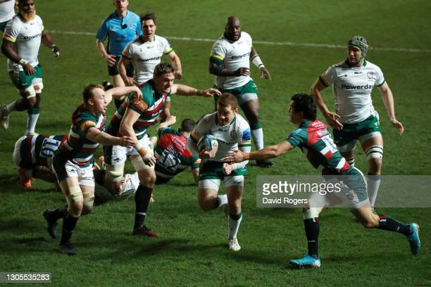 Paddy Jackson of London Irish makes a break to score his side's first try during the Gallagher Premiership Rugby match between Leicester Tigers and...