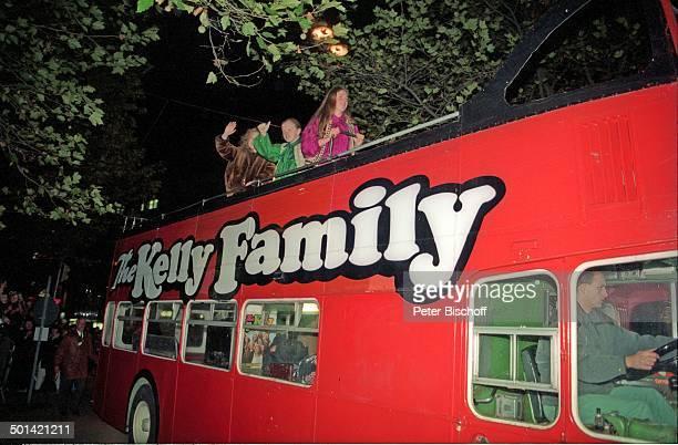 Paddy Kelly Bruder Angelo Kelly Schwester Patricia Kelly Ankunft Musikgruppe 'Kelly Family' in ihrem FamilienBus vor Verleihung 'Bambi' Gala im...