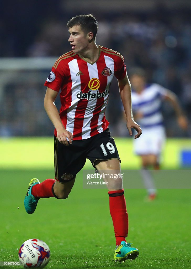 Paddy McNair of Sunderland in action during the EFL Cup Third Round match between Queens Park Rangers v Sunderland at Loftus Road on September 21, 2016 in London, England.
