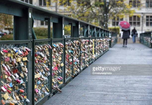 padlocks on a wooden pedestrian bridge ,zurich. - emreturanphoto stock pictures, royalty-free photos & images
