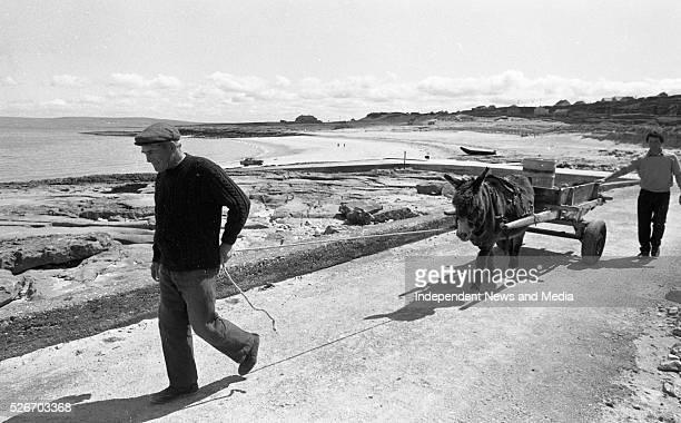 Padraig O'Domhnaill left and Paraic O'Flatharta on Inishleer Island 19/05/88 Photographer Matt Walsh 797357