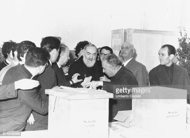 Padre Pio votes at the election of 1963