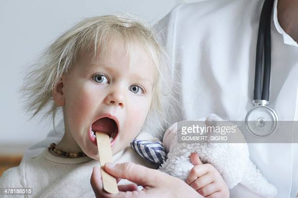 paediatric examination - sigrid gombert stock pictures, royalty-free photos & images