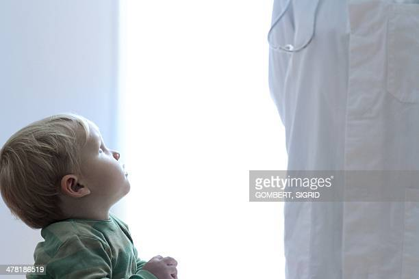 paediatric examination - sigrid gombert stock-fotos und bilder