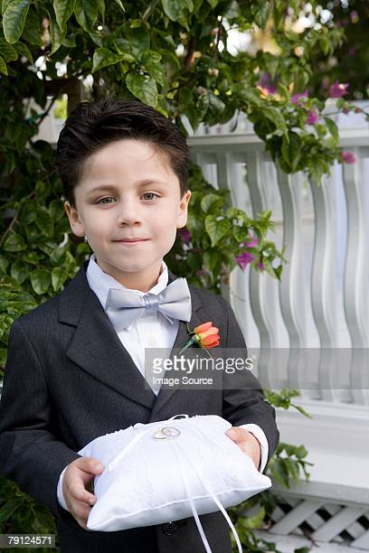 page boy holding wedding rings - ring bearer stock pictures, royalty-free photos & images