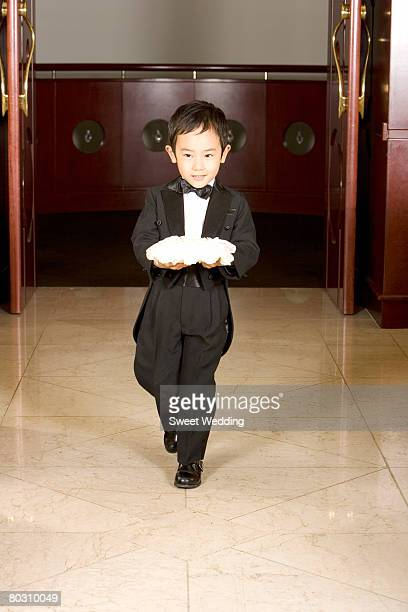 pageboy holding rings - pageboy stock pictures, royalty-free photos & images