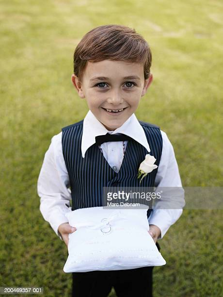 pageboy (6-7) smiling, portrait - ring bearer stock pictures, royalty-free photos & images