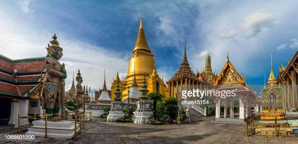 pagoda at wat pra kaew or royal grand palace, bangkok favorite landmark, thailand. - bangkok stock-fotos und bilder