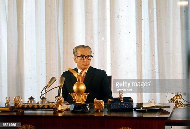 Pahlewi Reza Politiker Iran Schah von Persien 19411979 am Schreibtisch 1974