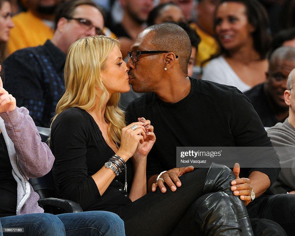 Celebrities At The Lakers Game : Fotografía de noticias