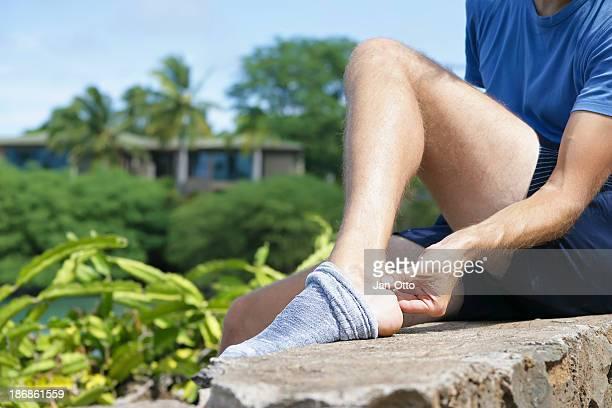 pain in achilles tendon - achilles tendon stock pictures, royalty-free photos & images