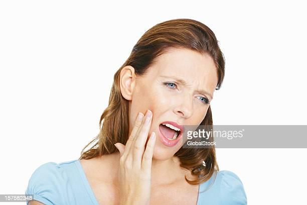 Schmerzhaften Zahn-Mitte Erwachsene Frau mit hand auf Gesicht