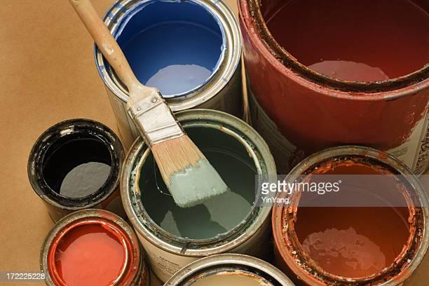 canettes de peinture avec pinceau et couleurs en latex pour bricolage, décoration - latex photos et images de collection