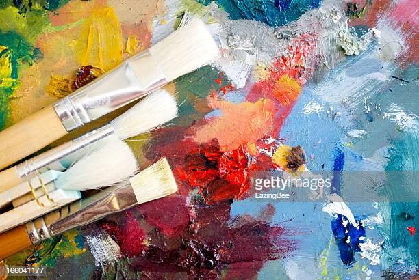 sfondo di tavolozza di vernice e pennelli - pittura accademica foto e immagini stock