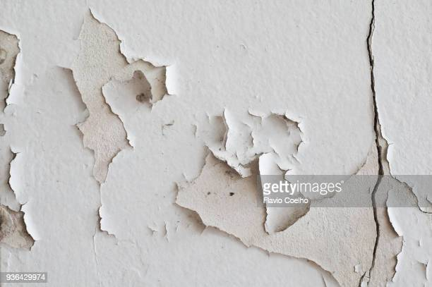 paint peeling off wall - deterioration stock pictures, royalty-free photos & images