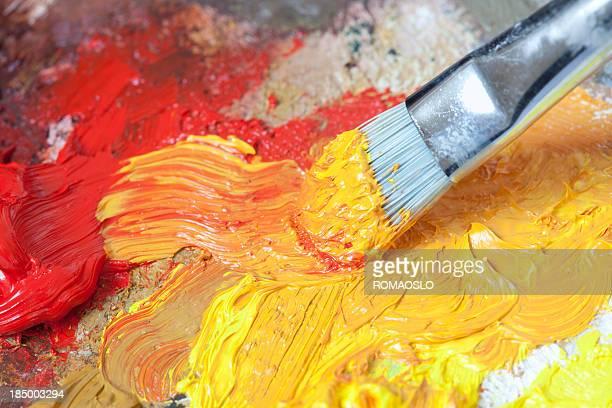 Pincel de pintura al óleo sobre una amplia gama de música clásica