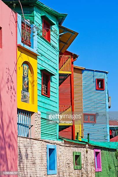 painted buildings la boca - buenos aires stock-fotos und bilder