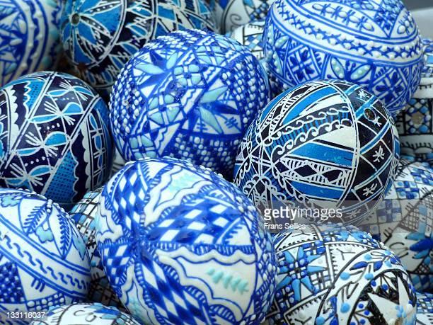 painted easter eggs - frans sellies stockfoto's en -beelden