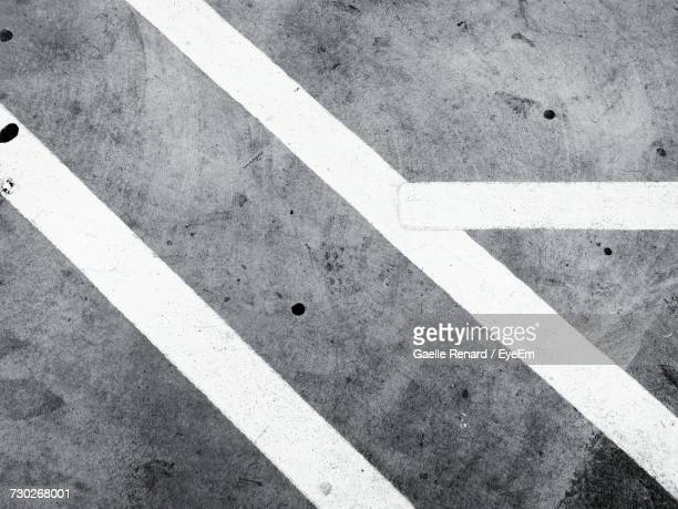 painted line on concrete - dividing line road marking stock pictures, royalty-free photos & images