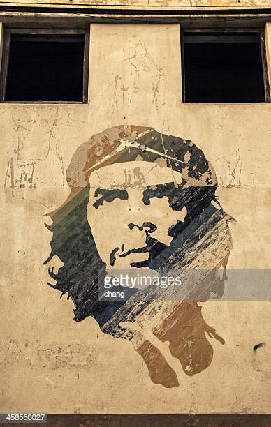 painted propaganda on the wall of che guevara - che guevara stock pictures, royalty-free photos & images