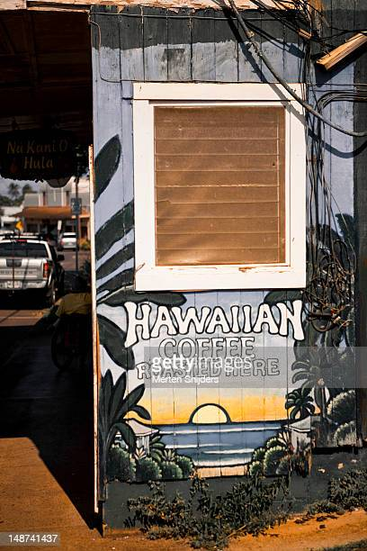 painted shop facade advertising hawaiian coffee. - merten snijders stockfoto's en -beelden