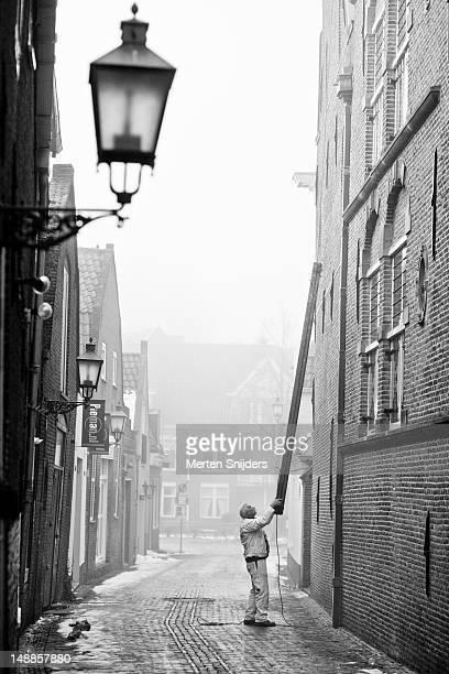 painter holding ladder at west fries museum. - merten snijders stockfoto's en -beelden
