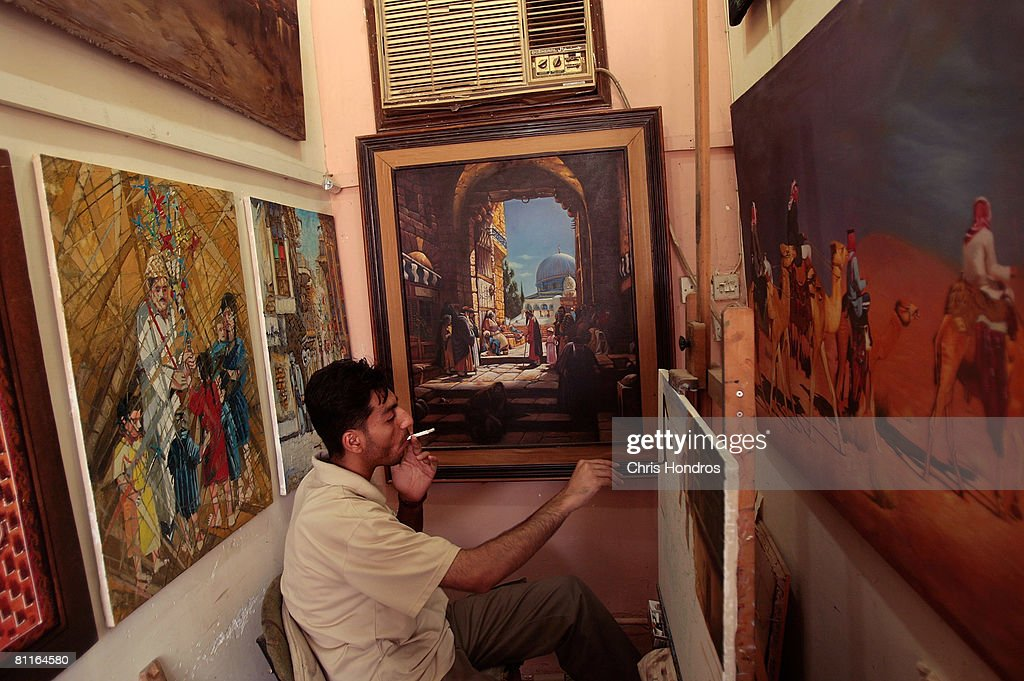 Painters Work In Baghdad's Art Quarter : News Photo