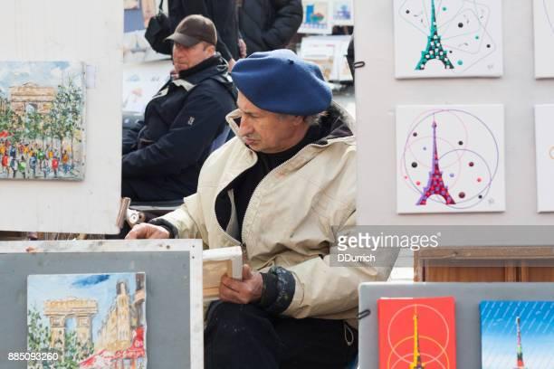 maler in place du tertre, montmartre, paris - straßenmaler stock-fotos und bilder