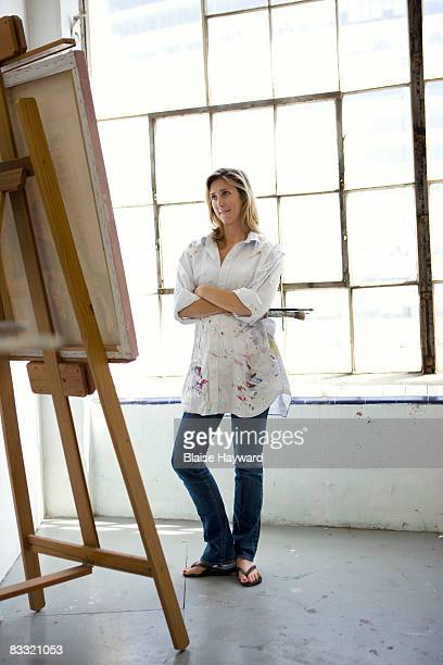 painter in studio - easel stock pictures, royalty-free photos & images
