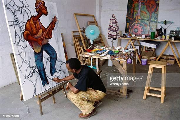 painter painting - 美術スタジオ ストックフォトと画像