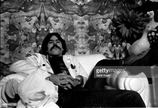 Painter Peter Max posing for a photo on October 10 1967 in New York New York