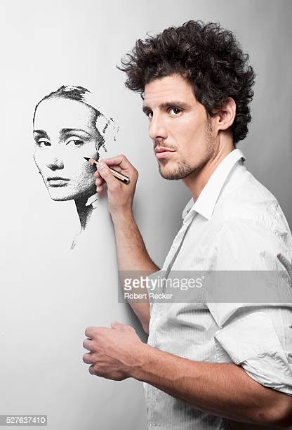Painter portraying a young woman