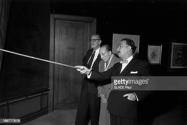 Painter Salvador Dali In New York En juillet 1958 à New Yorkle colonel Serge OBOLENSKY prince russe et viceprésident du conseil d'administration de...