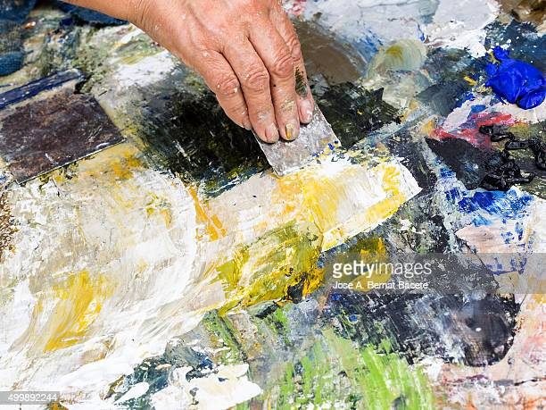 Painter's palette to the oil working with spatula