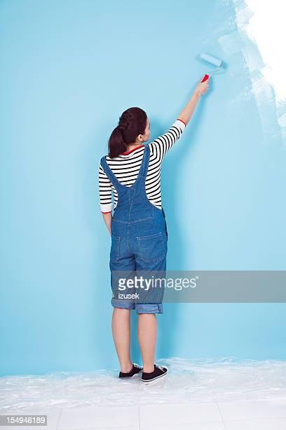 Malen ein blauer Wand