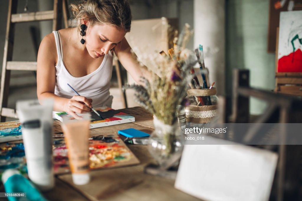 Malen und zeichnen im Atelier : Stock-Foto