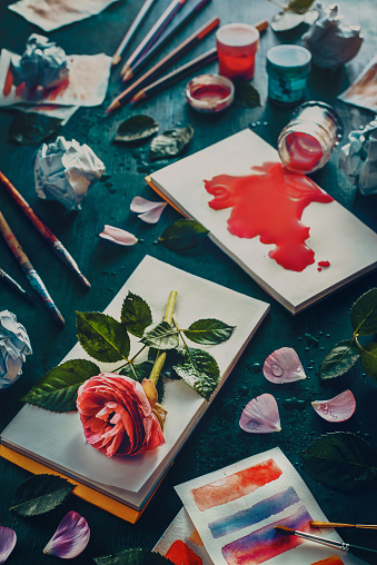 Painting flowers: stains and sketches - gettyimageskorea