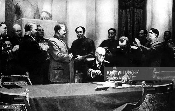 Painting of the signing of the Soviet Chinese Friendship Pact from the left Bulganin Khrushchev Molotov Stalin Mao Zedong Vyshinksy Tschou En Lai...