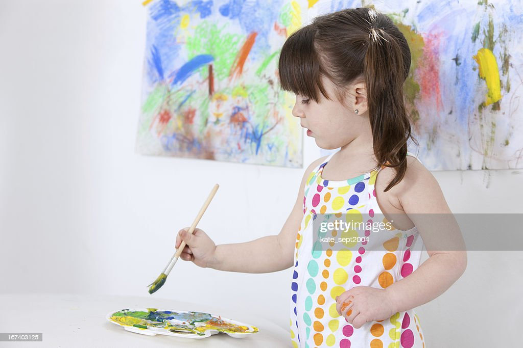 Painting toddler : Bildbanksbilder