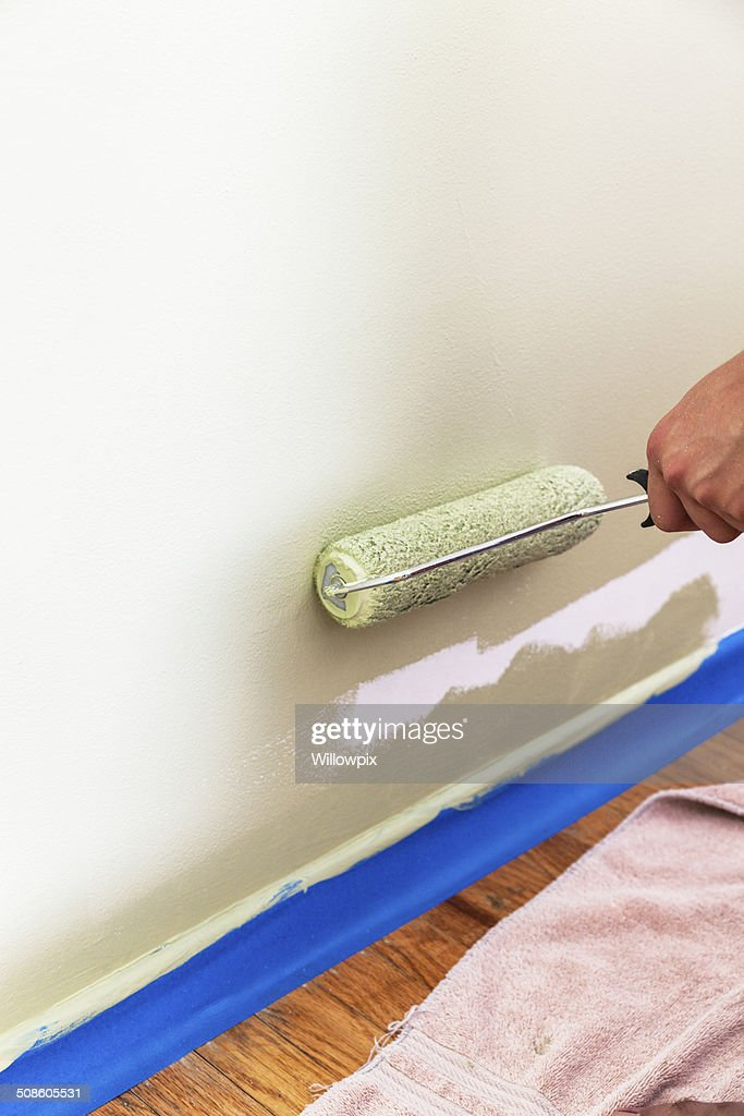 Parede de Pintura com rolos junto ao chão : Foto de stock