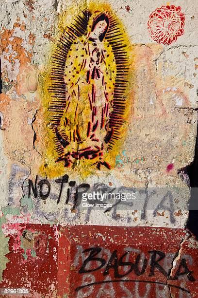 paintings of virgin of guadalupe on a wall, oaxaca, oaxaca state, mexico - virgen de guadalupe fotografías e imágenes de stock